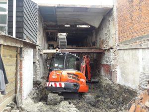 Vloer van tussenwoning uitgraven